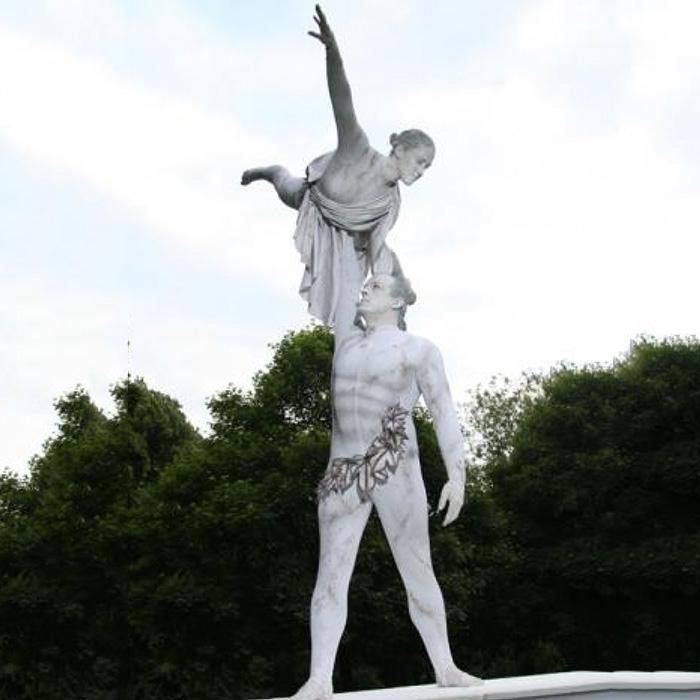 human statue performer dare
